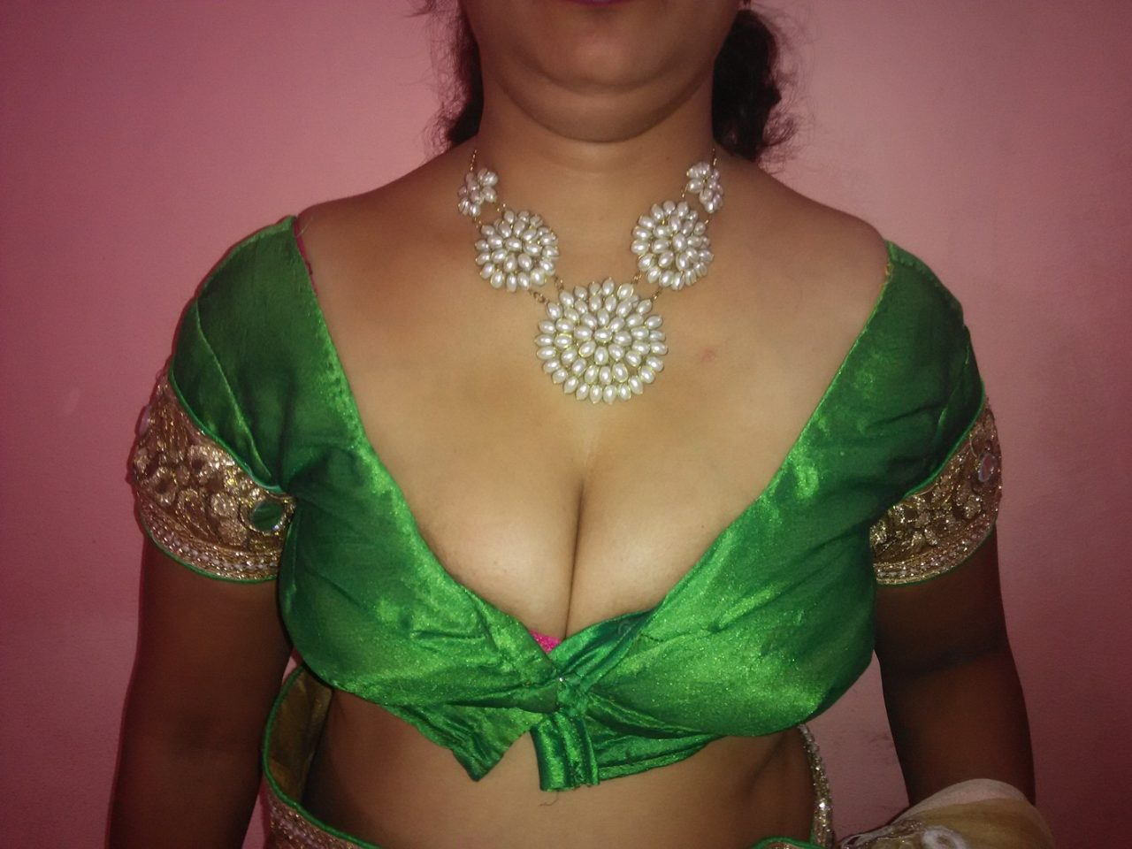Blouse aunty cleavage boobs