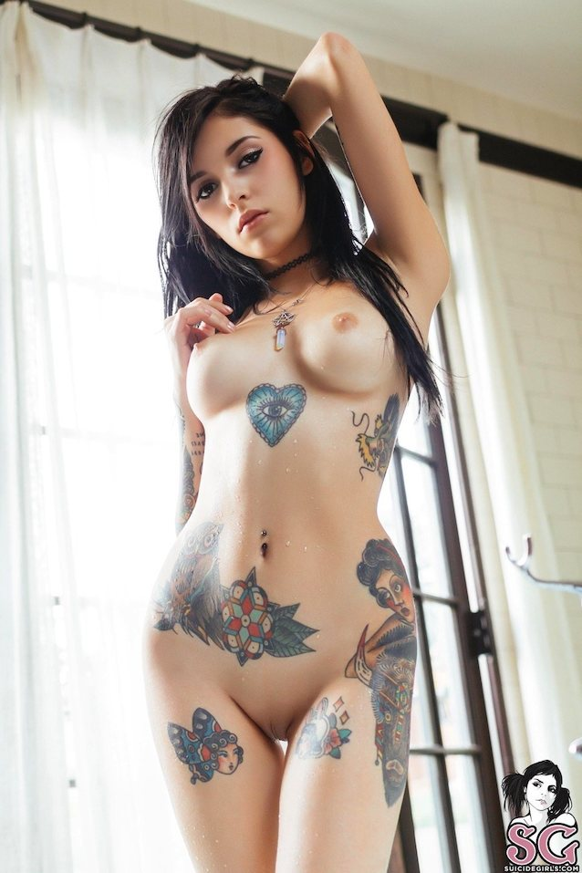 Coralinne suicide girl les bian