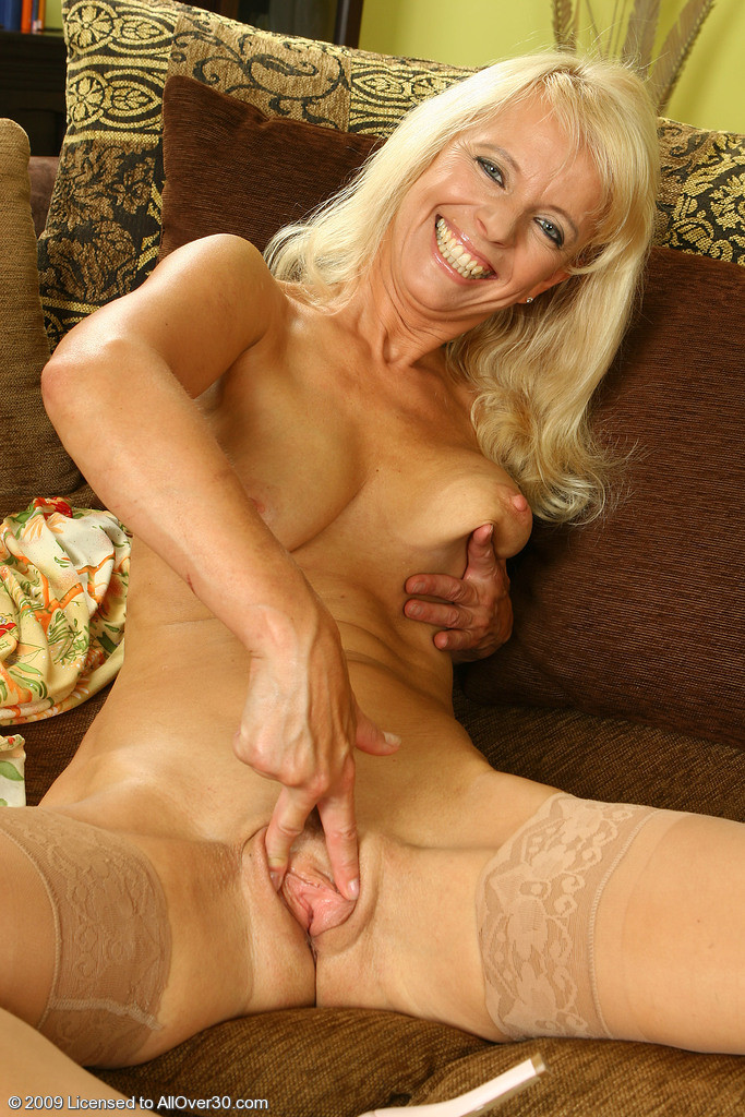 Merilyn blonde milf porn