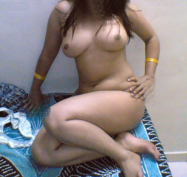 Hot figure aunty nude