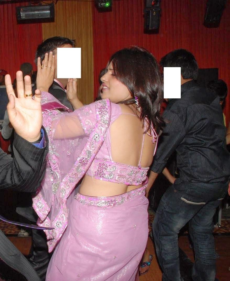 Saree aunty nude photo