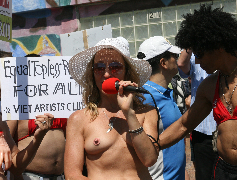 Women nude groups sunbathing