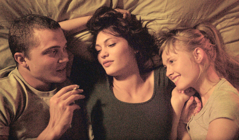 Do divorcees like threesome