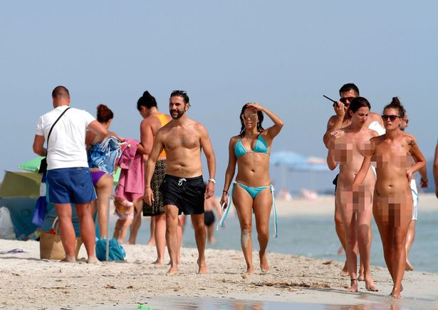 Houswives walking around nude