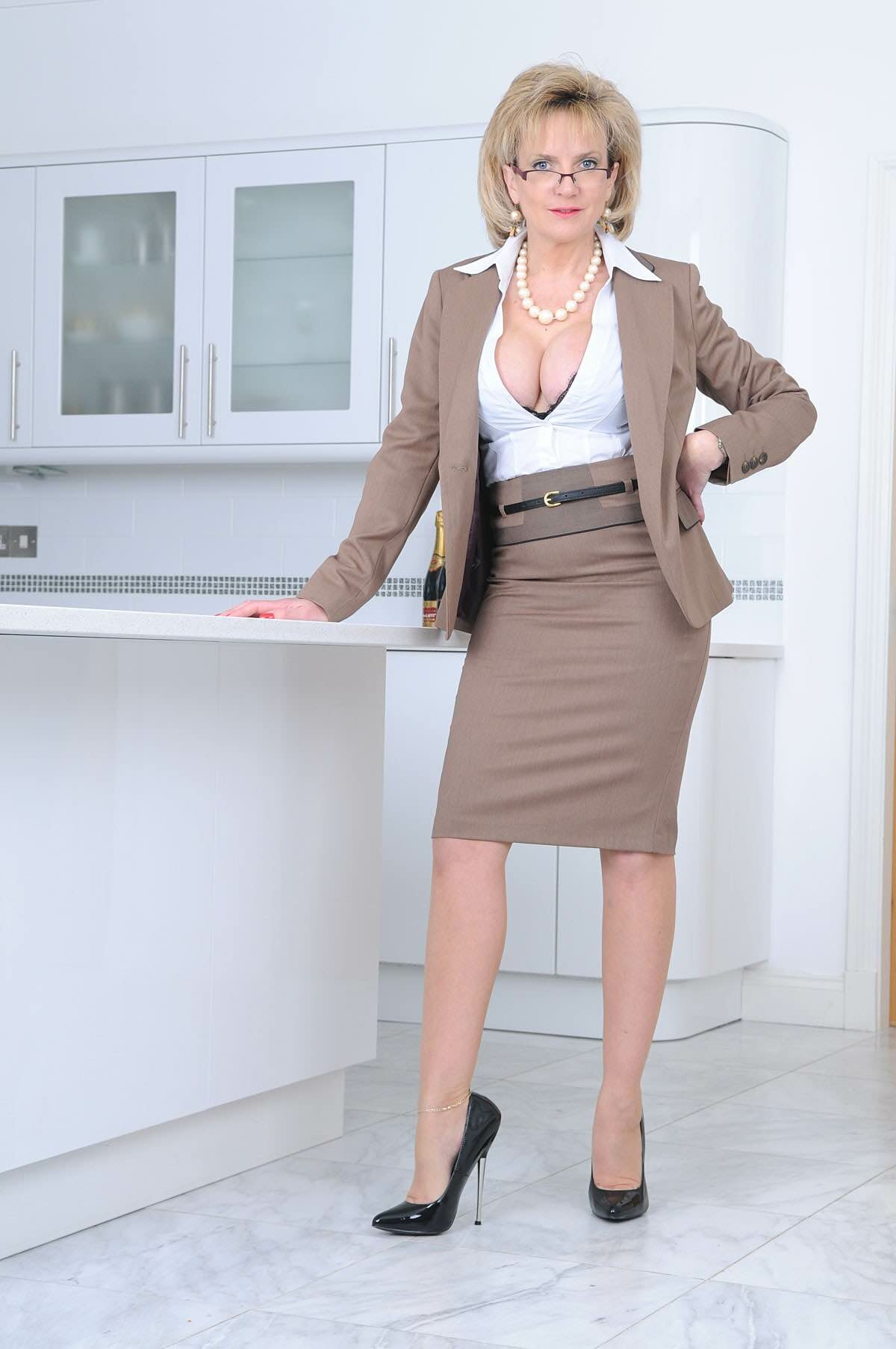 Business suit lady sex pics
