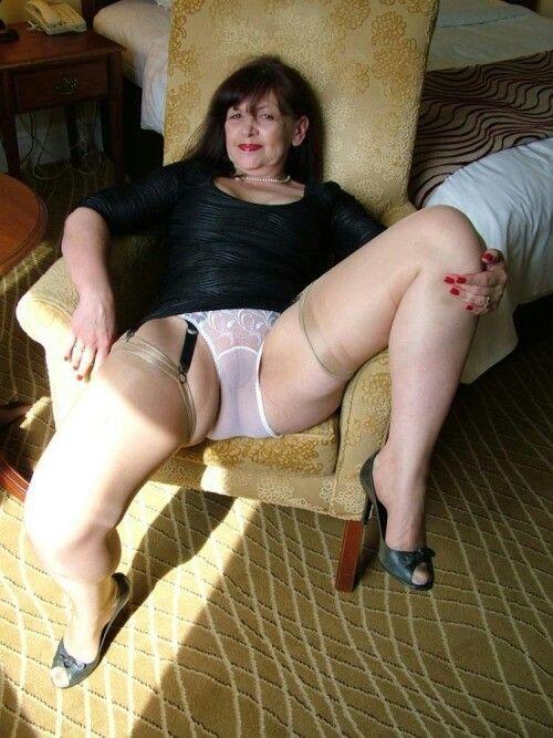 Sexy mature women legs wide open