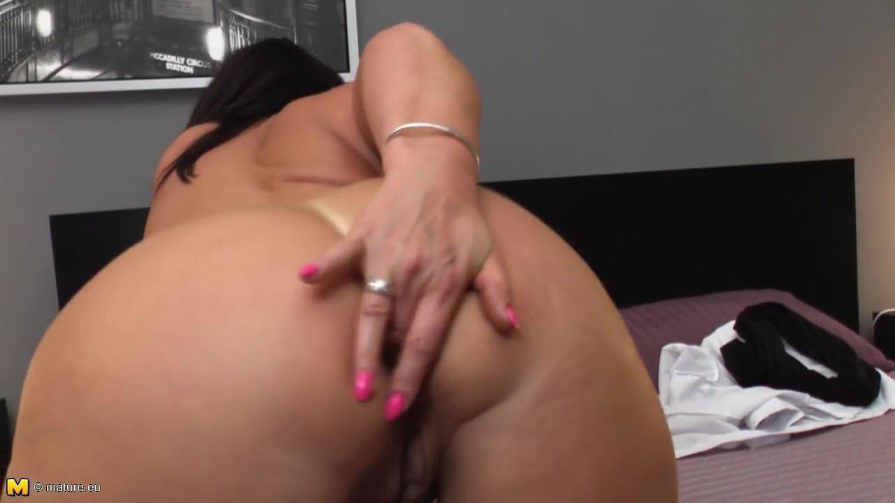 Big ass mom pussy