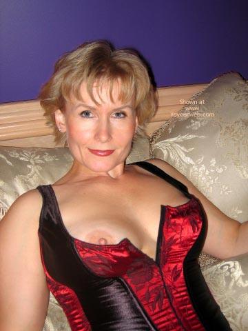 Mature wife nipple slip