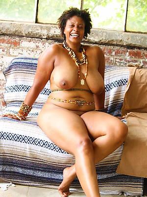 Milf ebony naked hips