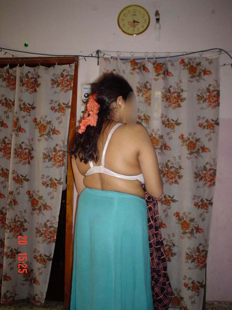 Indian aunty petticoat hot photo