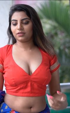Hot indian cleavage boobs