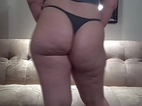 Thick ass girls in thongs