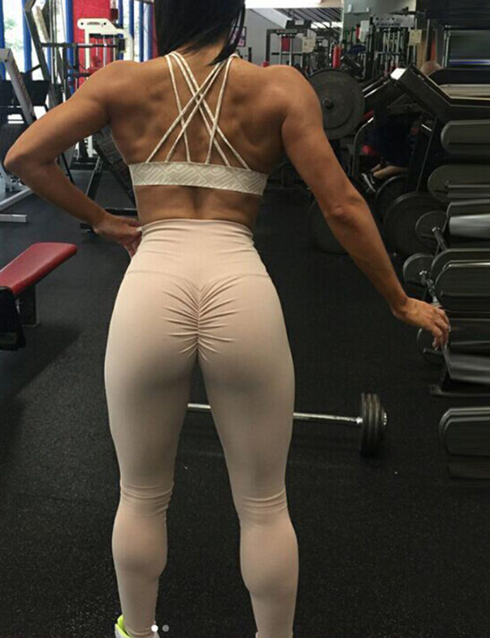 Girls big ass in tight yoga pants