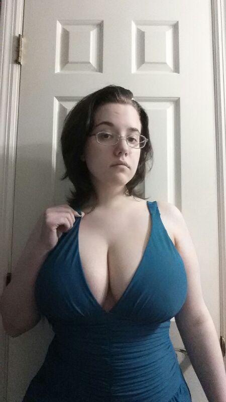 Clio lune big boobs