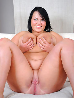 Chubby women with smooth pussy
