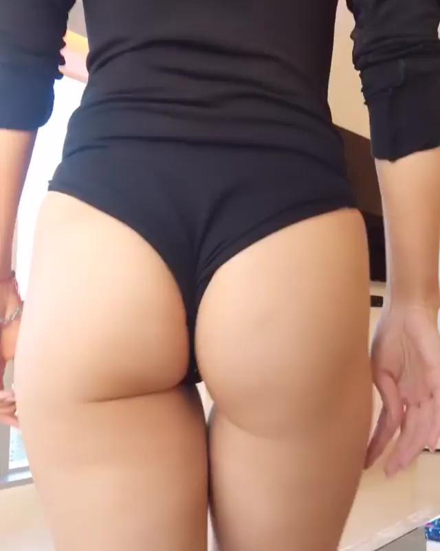 Joanna krupa bikini butt