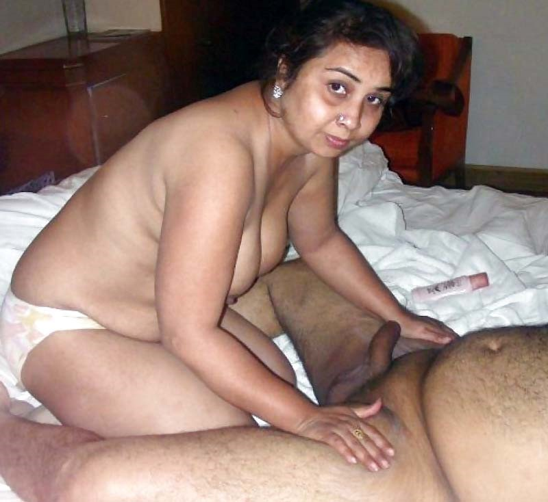 Desi nude and hot aunty