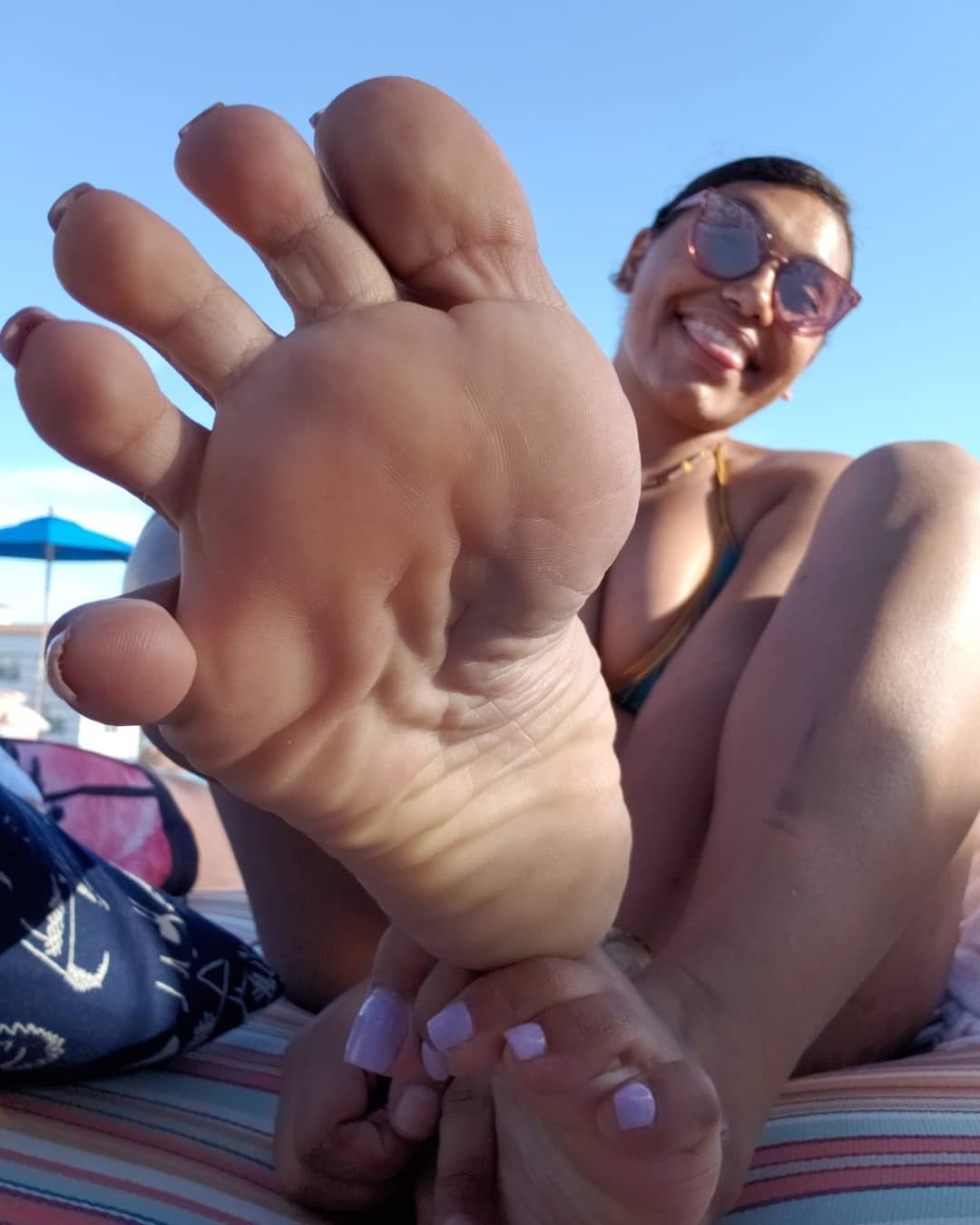 Sexy latina feet and soles