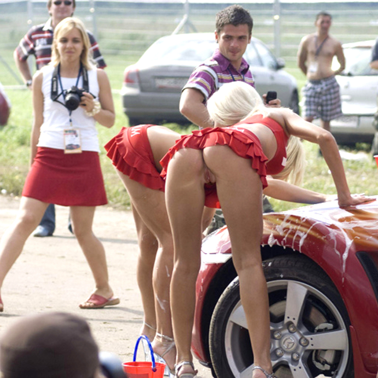 Pussy no panties in car