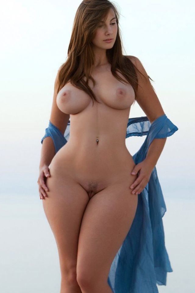 Nude curvy hourglass figure women