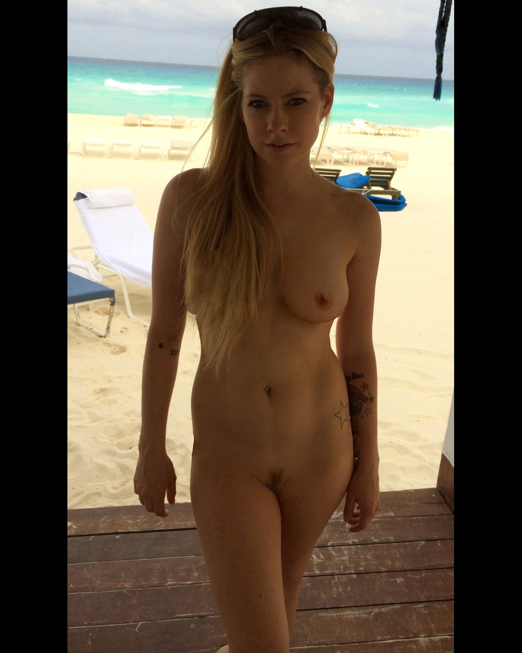 Avril lavigne celebrity leaked nudes