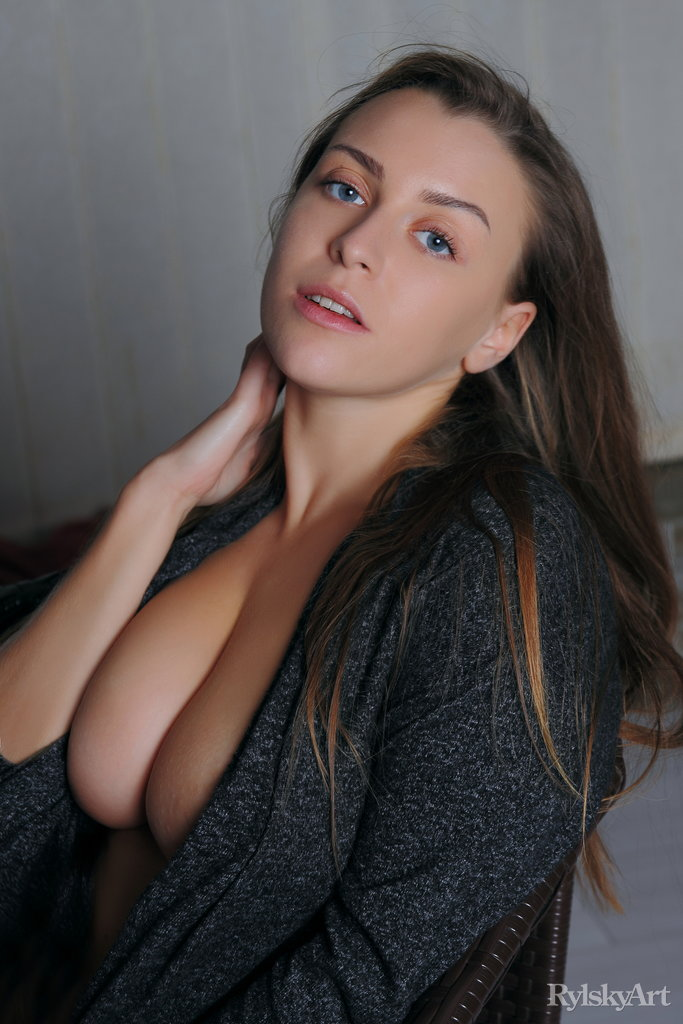 Naked babe perfect tits with beautiful