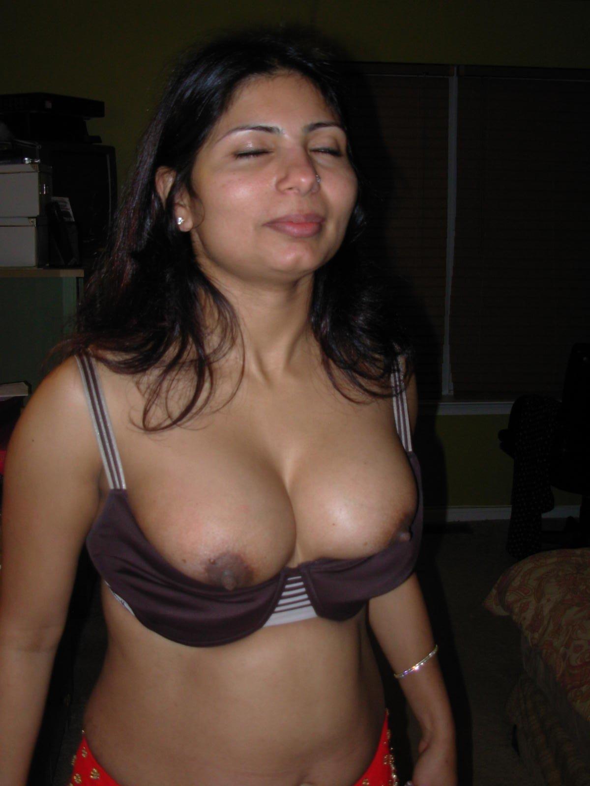 Tamil aunty bra nude