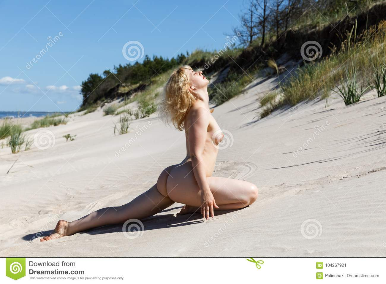 Girl big boobs nude sunbath