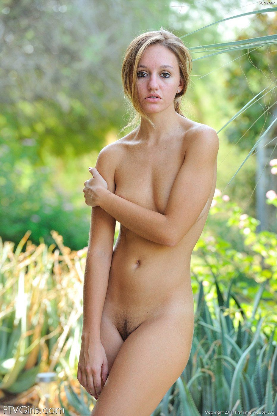 Very nice girls naked in outdoor