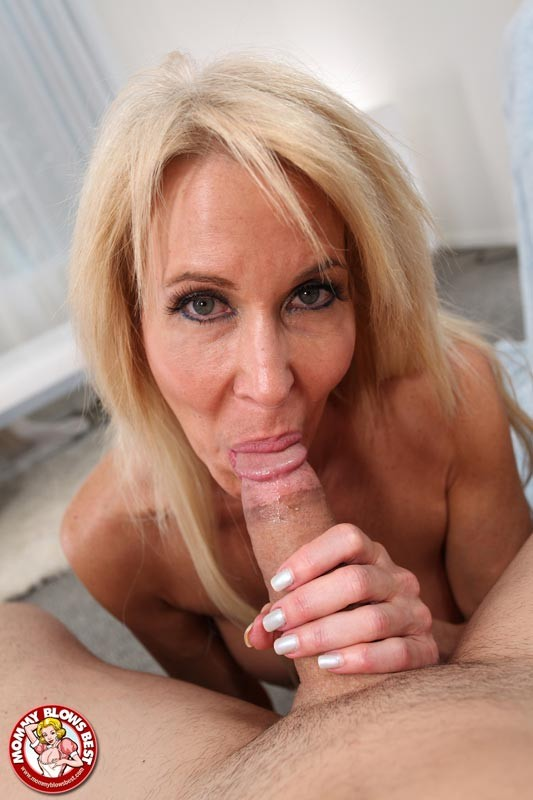 Middle aged women sucking cock porn